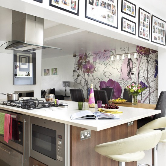 Statement kitchen wallpaper