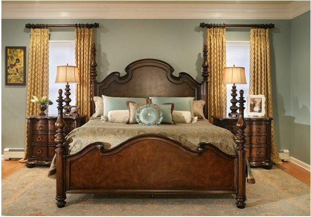 Traditional bedroom decorating