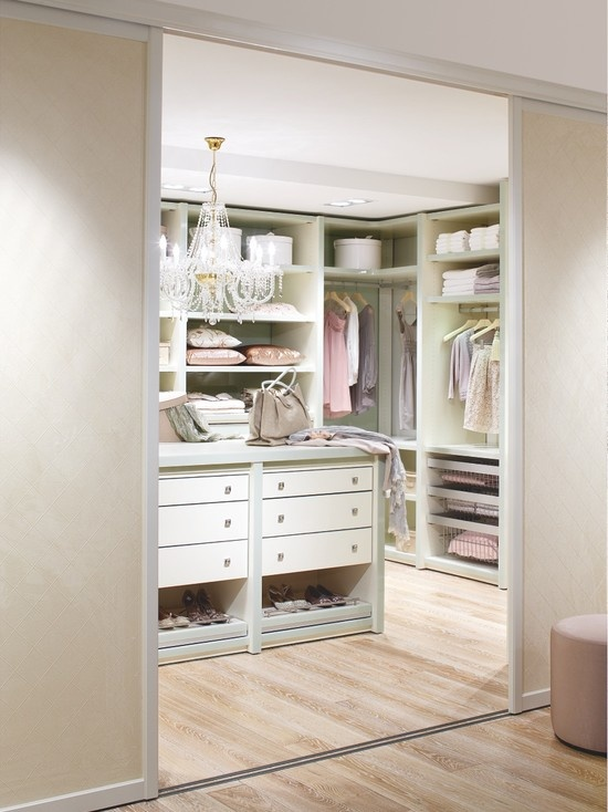 Walk in closet decorating ideas