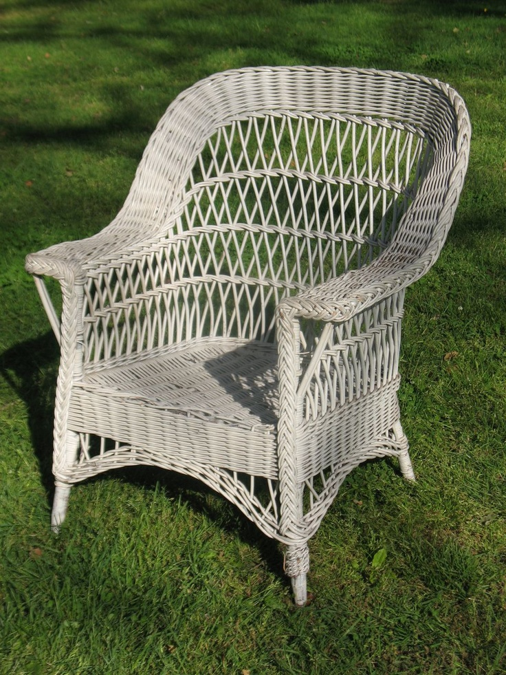 Bar Harbor Outdoor Wicker Accent Table photo - 3