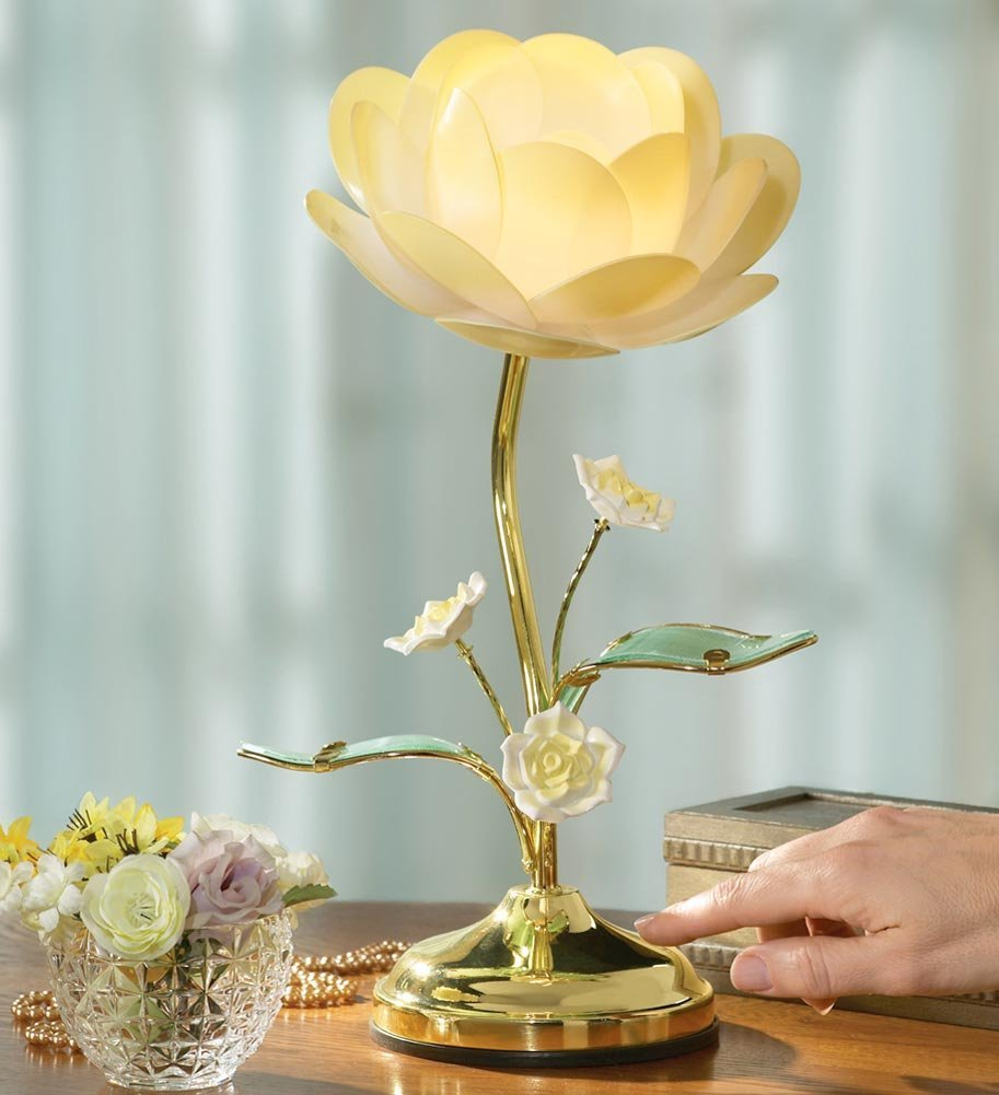 Charming White Flower Table Lamp Design photo - 2