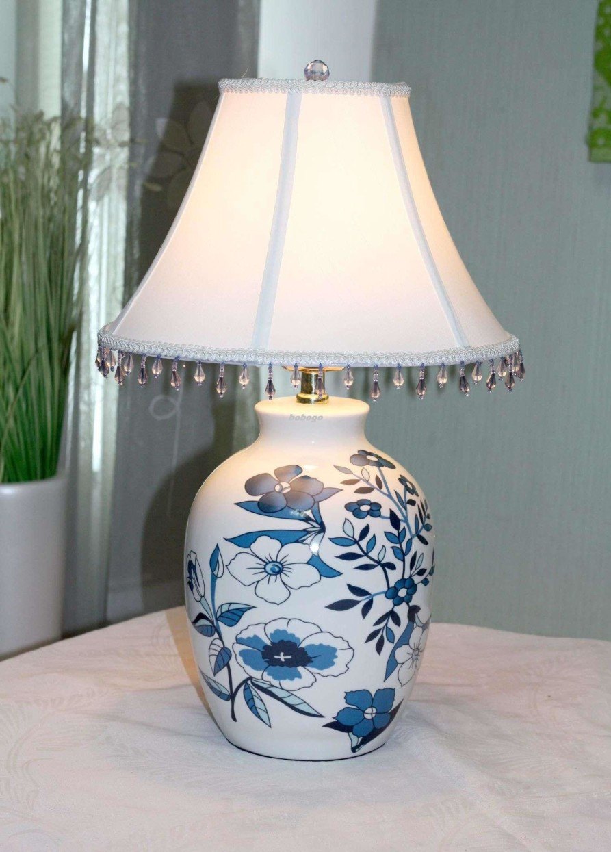 Charming White Flower Table Lamp Design photo - 3