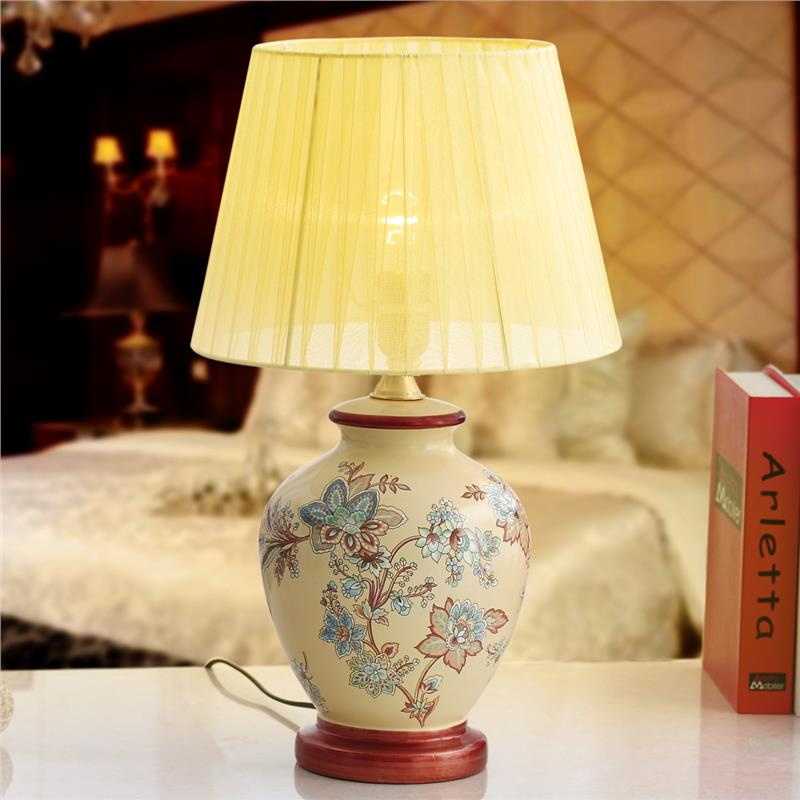 Charming White Flower Table Lamp Design photo - 4