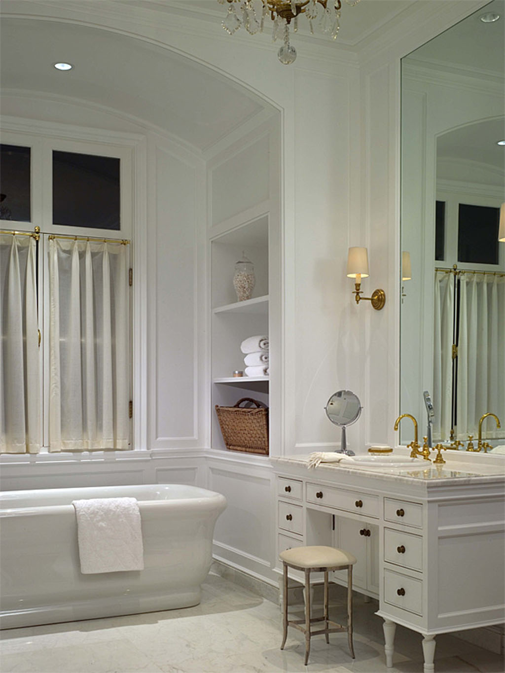 Classic Style Bathroom Design photo - 1