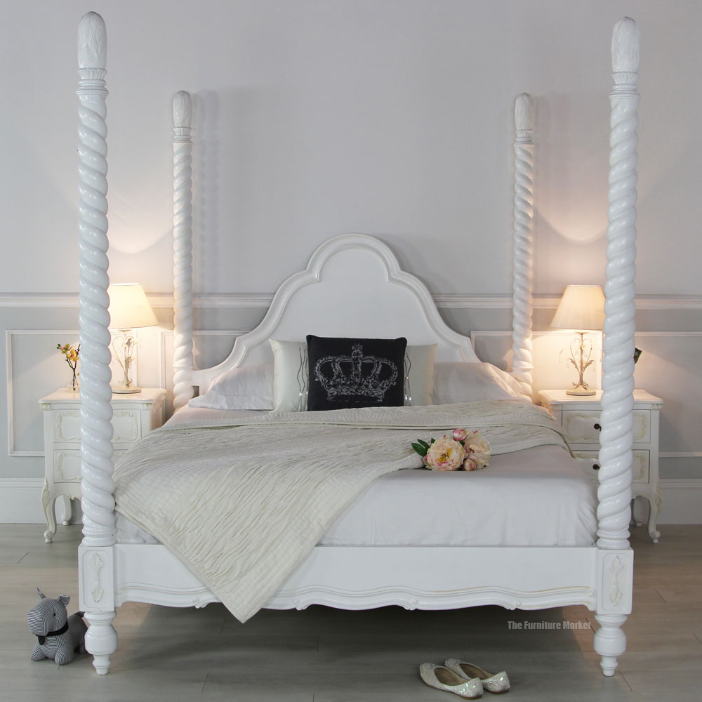 Four Poster Bed White Room photo - 1