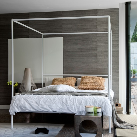 Four Poster Bed White Room photo - 10