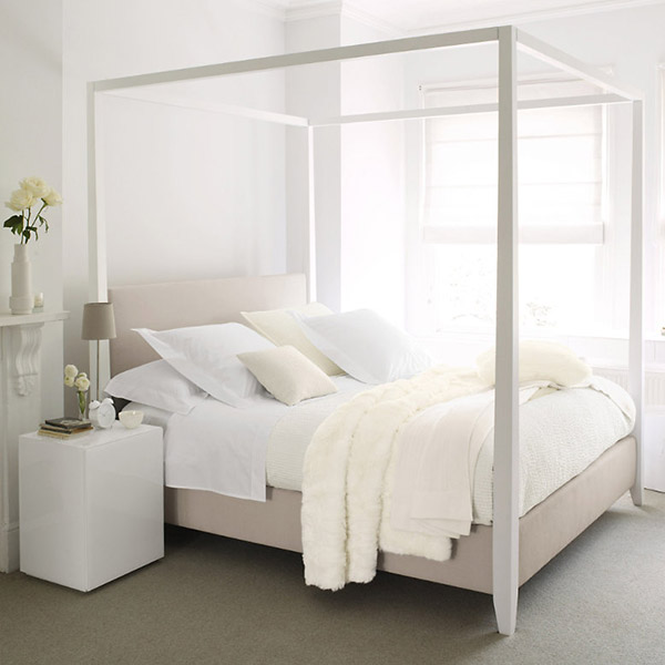 Four Poster Bed White Room photo - 3