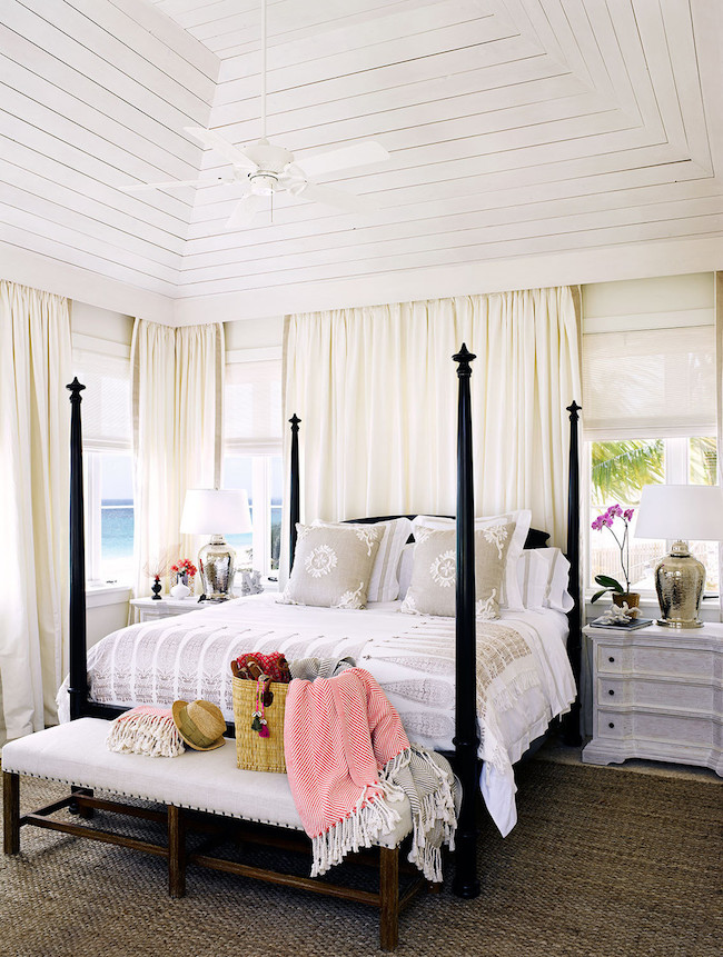 Four Poster Bed White Room photo - 5