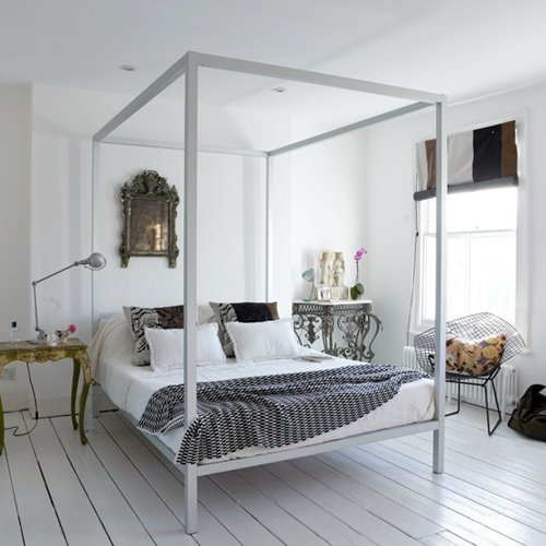 Four Poster Bed White Room photo - 7