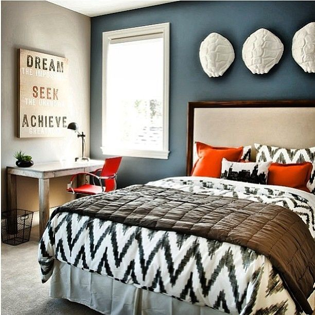 black and white bedrooms with blue accents photo - 4