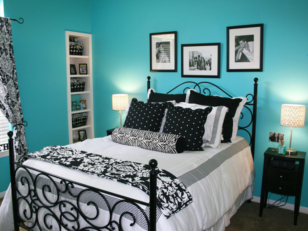 black and white bedrooms with blue accents photo - 6