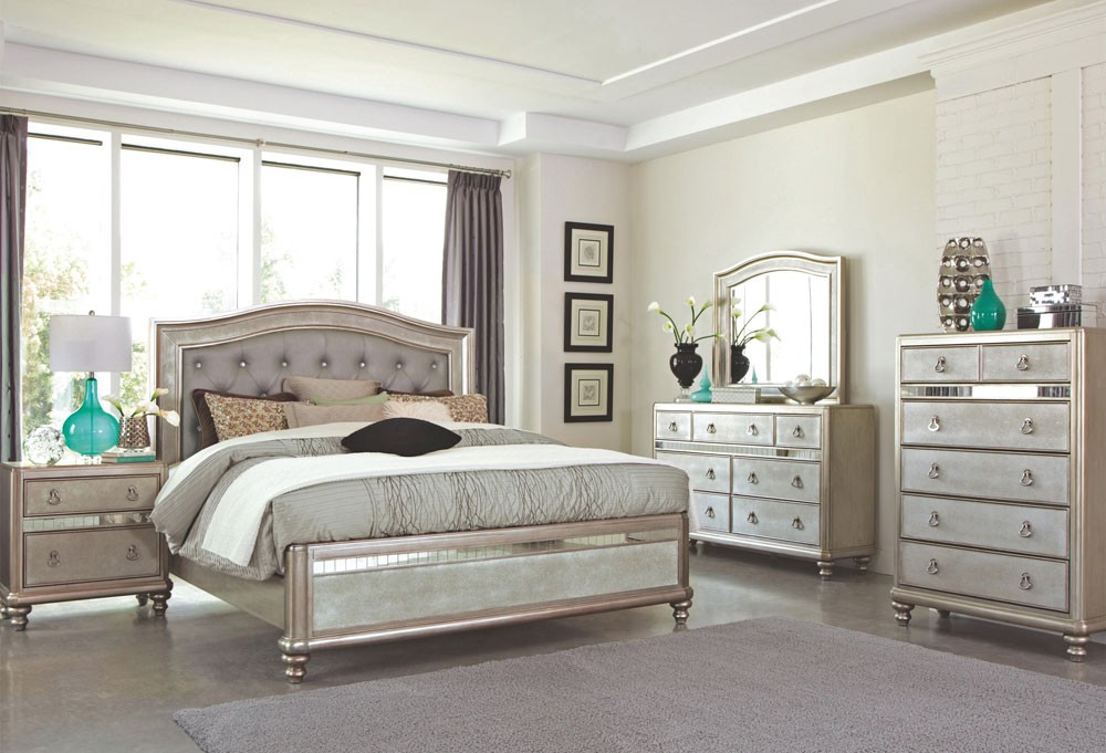 decorating with mirrored bedroom furniture photo - 6