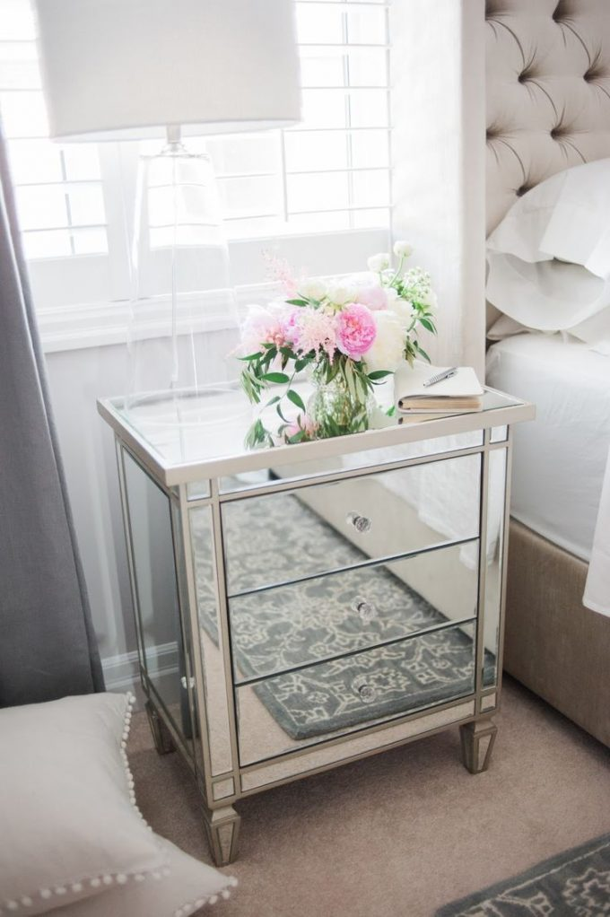 decorating with mirrored bedroom furniture photo - 9