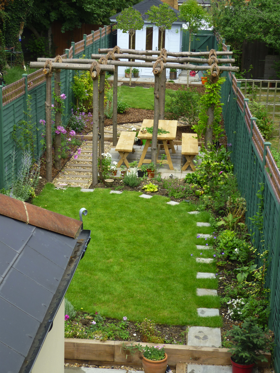 garden design ideas for long thin gardens photo - 2