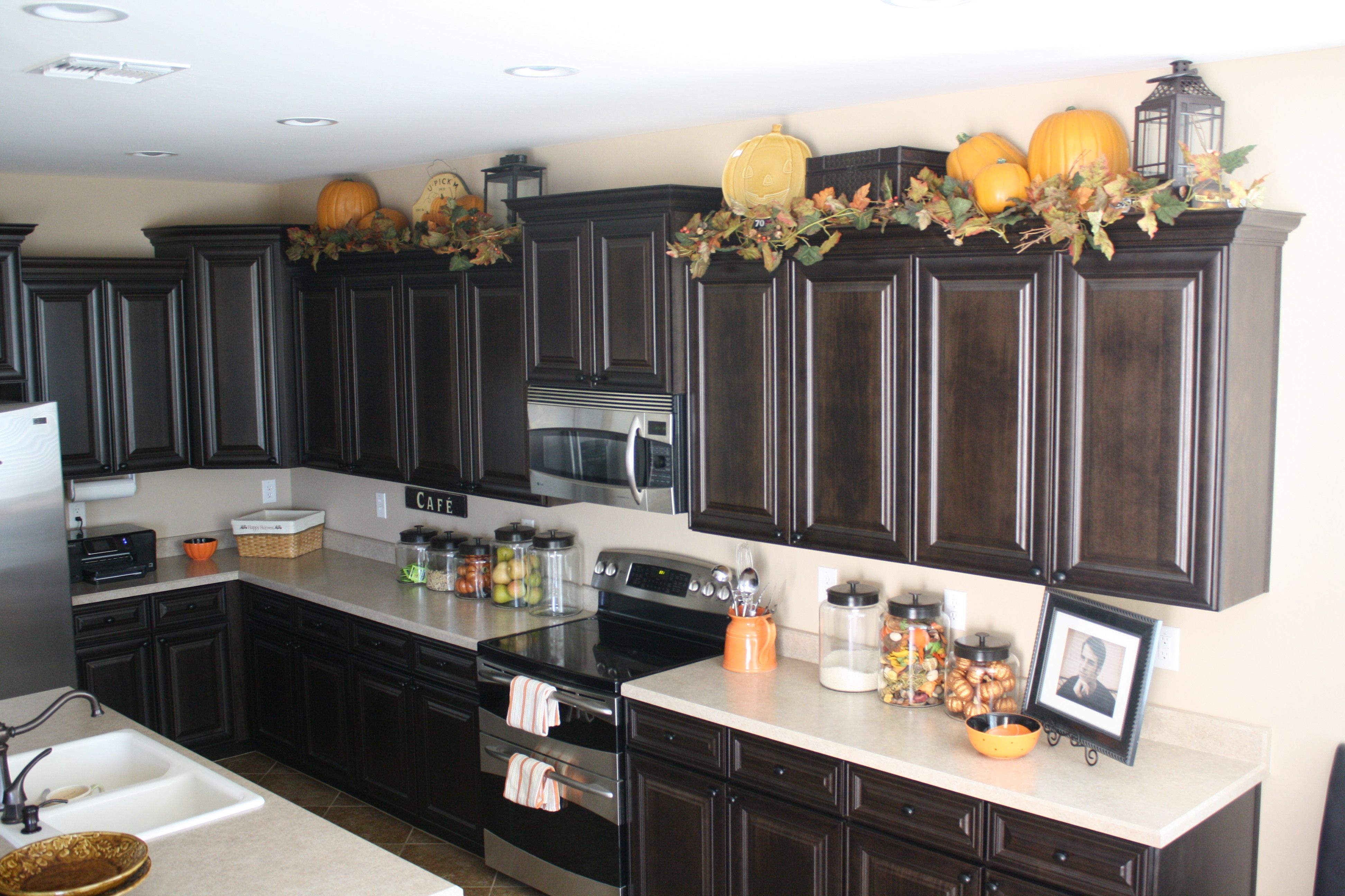 kitchen cabinet topper ideas photo - 10