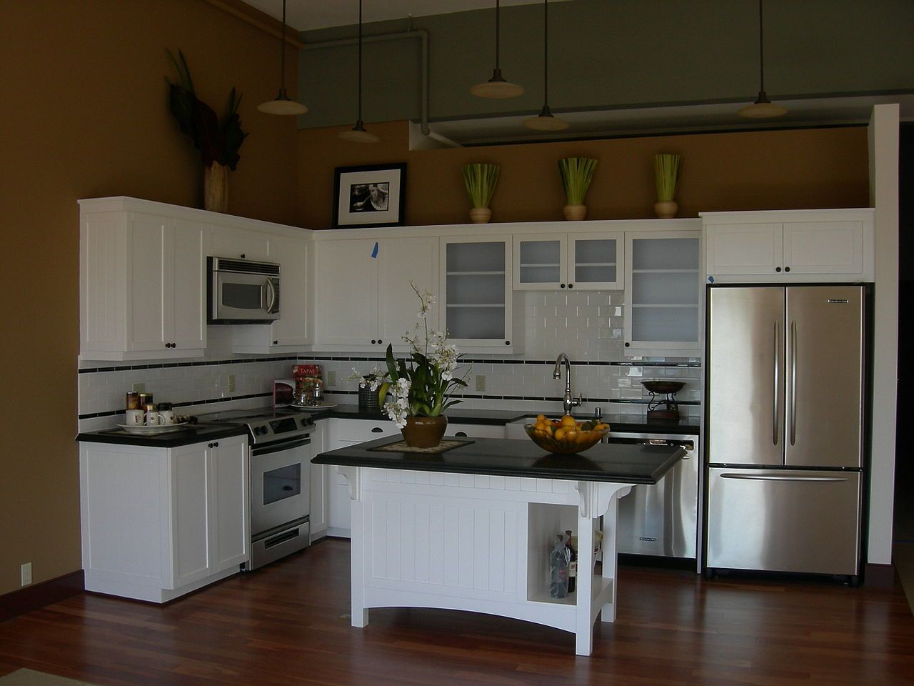 l shaped apartment kitchen photo - 7