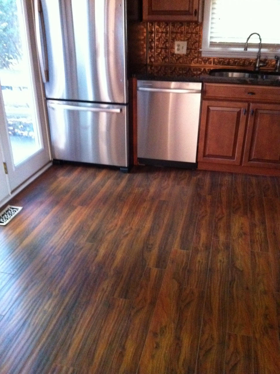 laminate wood flooring for kitchen photo - 1