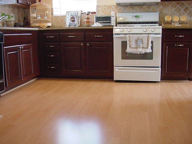 laminate wood flooring for kitchen photo - 3
