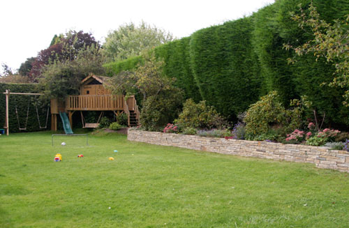 large family garden design photo - 6