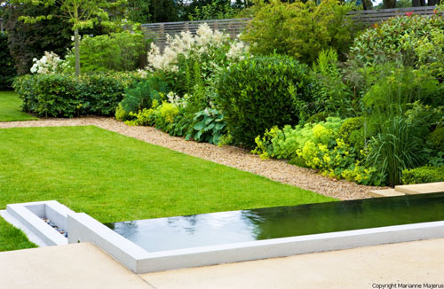 large family garden design photo - 9
