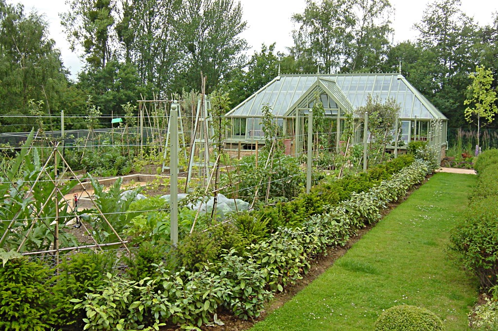 large vegetable garden design photo - 3