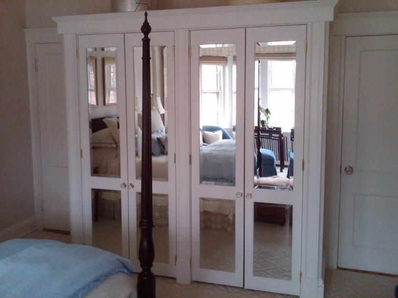 mirrored closet doors photo - 2