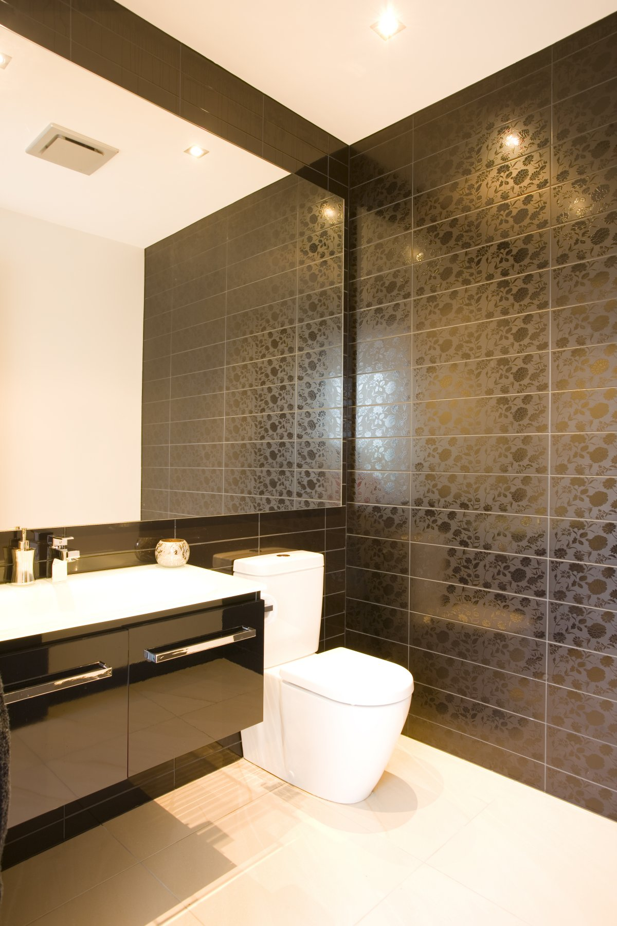 modern home bathroom design photo - 8