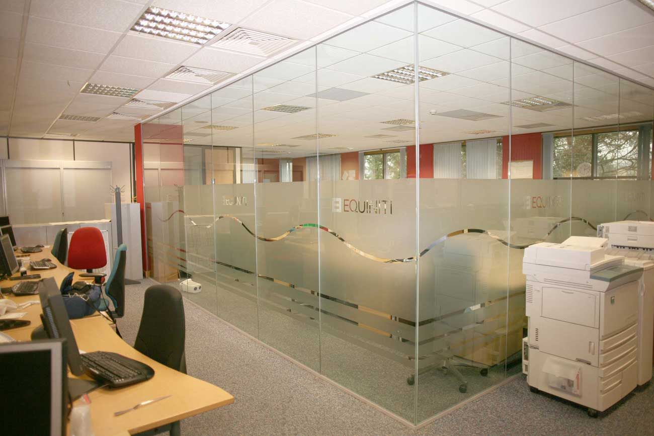 office interior glass walls photo - 10