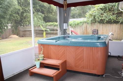 outdoor curtains for hot tub photo - 2