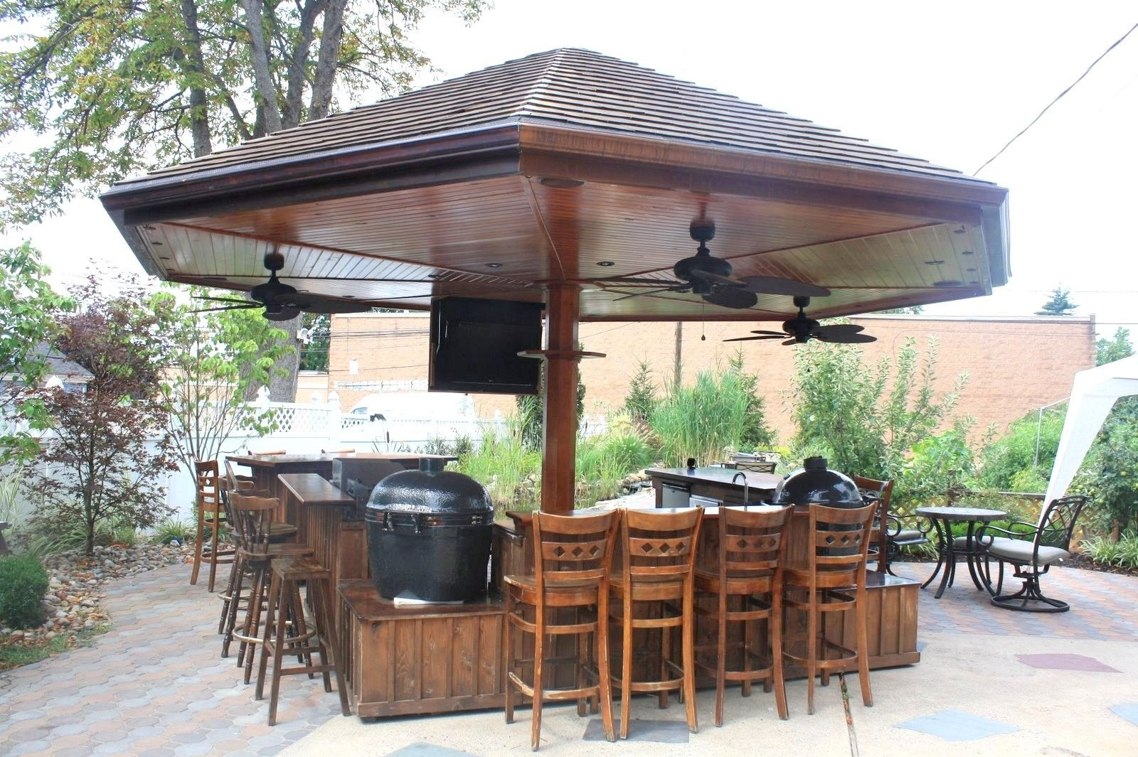 outdoor kitchen and bar photo - 7