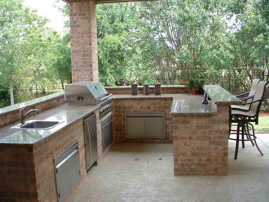 outdoor kitchen and bar photo - 8