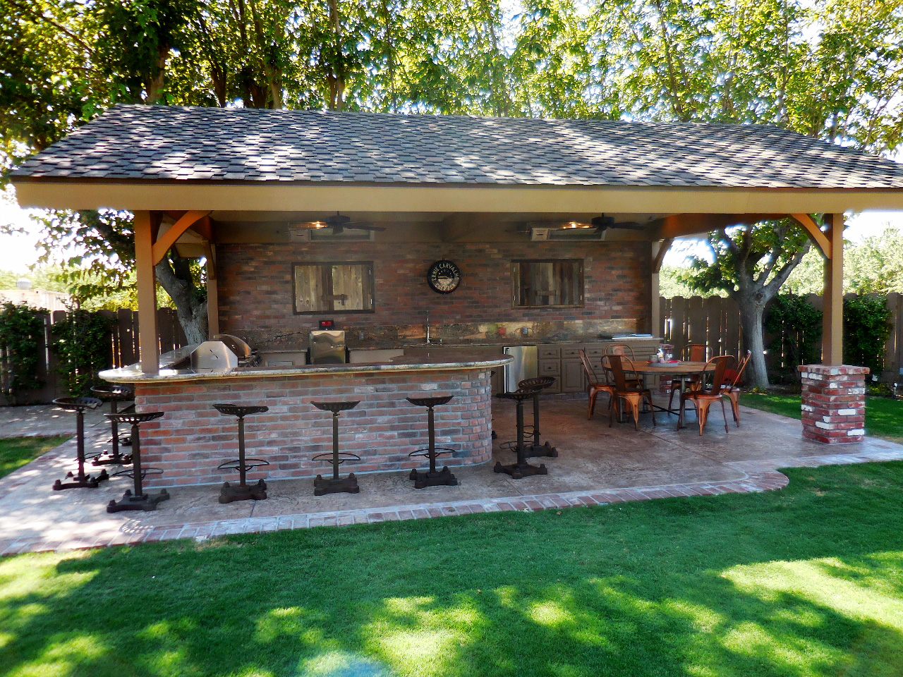 outdoor kitchen landscaping photo - 2