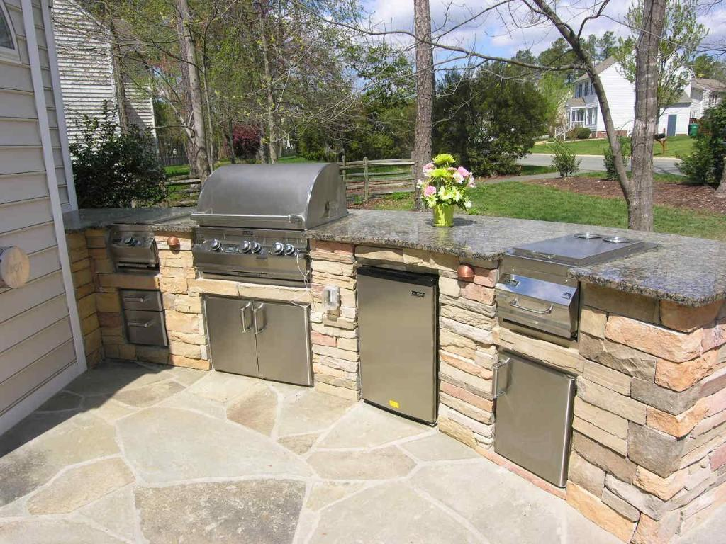 outdoor kitchen landscaping photo - 8