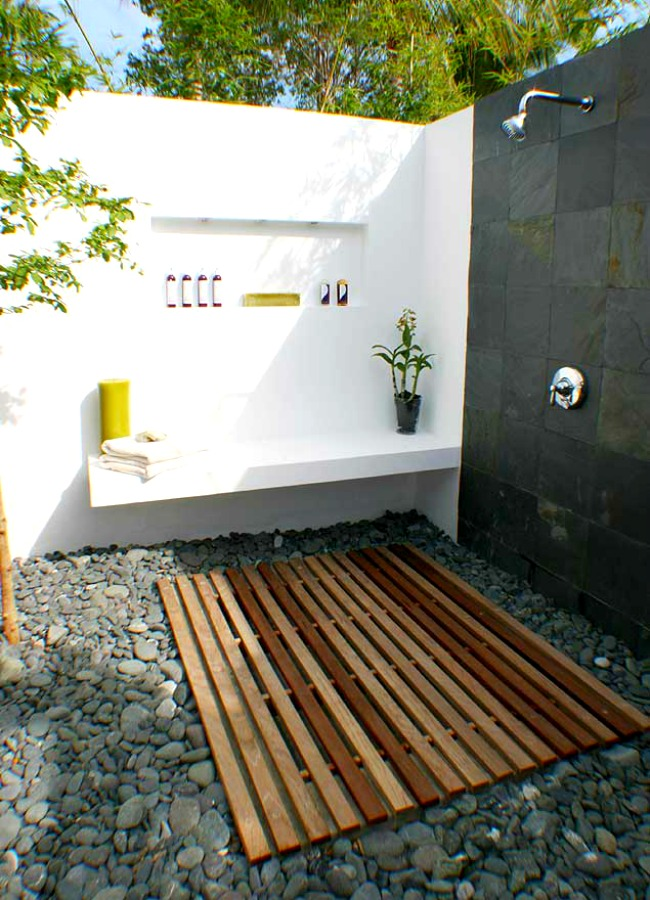outdoor shower bathroom photo - 5