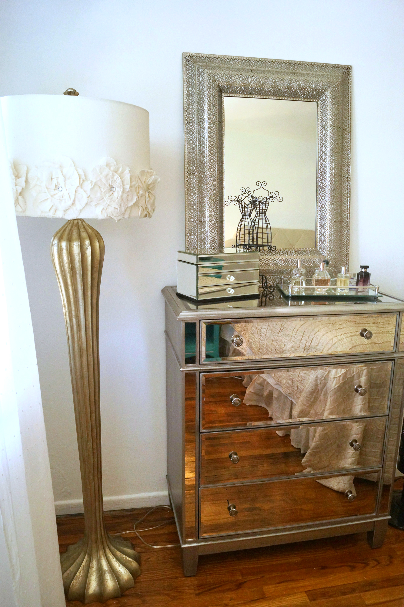 pier 1 mirrored bedroom furniture photo - 9