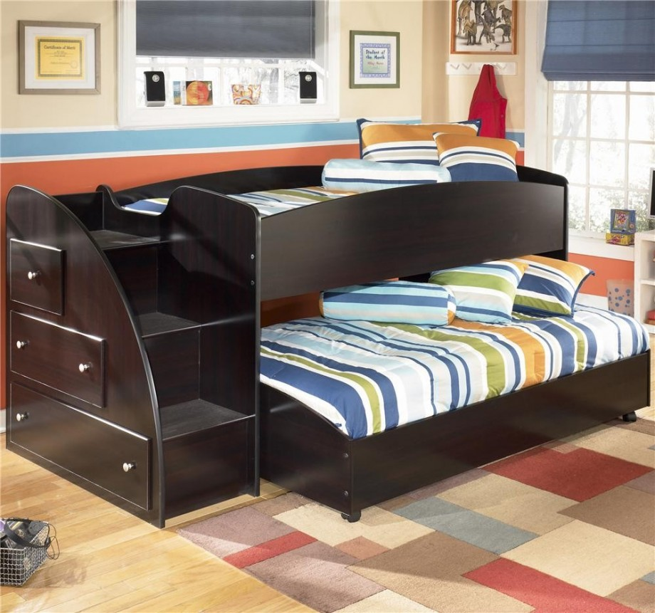 red bedroom black furniture photo - 2