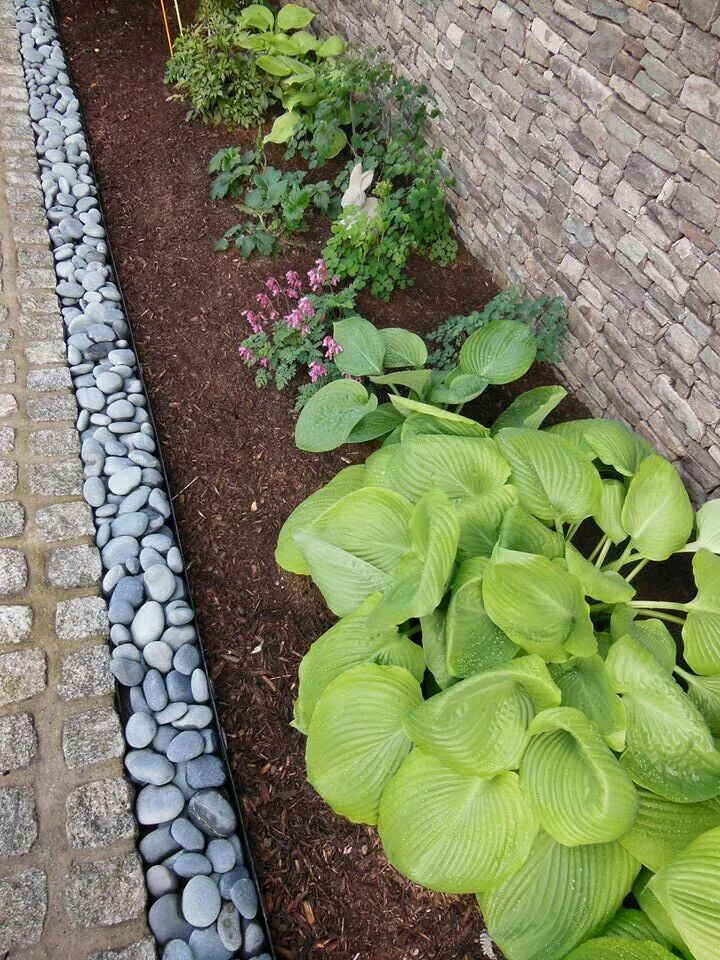 river rock garden edging photo - 2