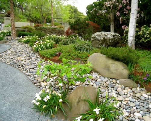 river rock garden edging photo - 8
