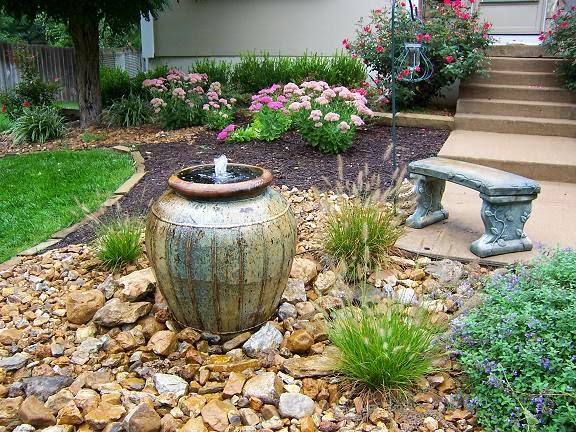 small garden fountains ideas photo - 3