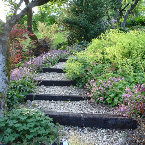steeply sloping garden design ideas photo - 10