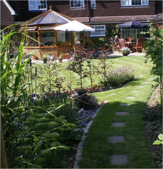 steeply sloping garden design ideas photo - 6