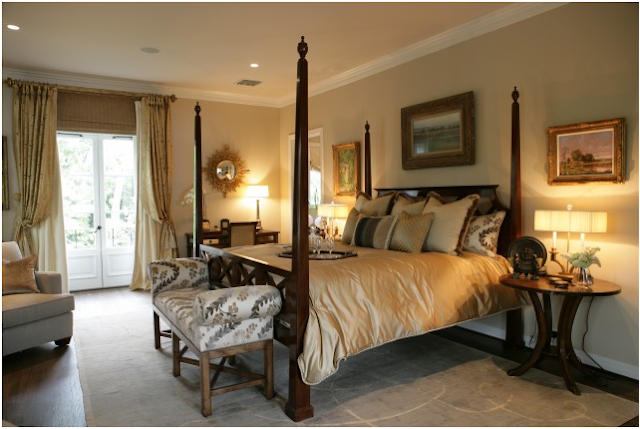 traditional bedroom decorating photo - 2