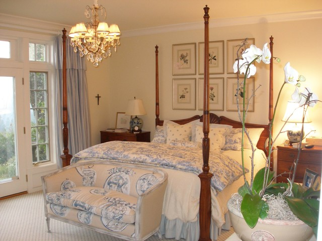 traditional romantic bedroom photo - 1