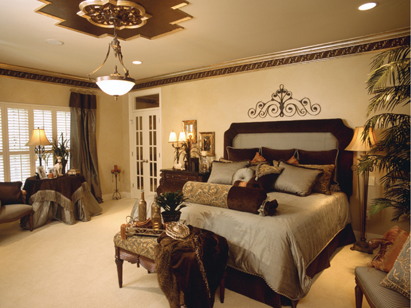 traditional romantic bedroom photo - 9