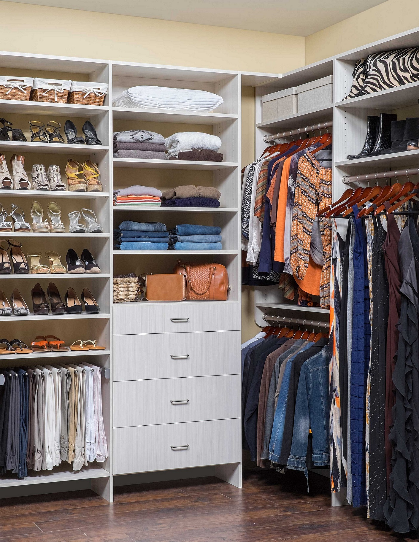 walk in closet design for women photo - 8