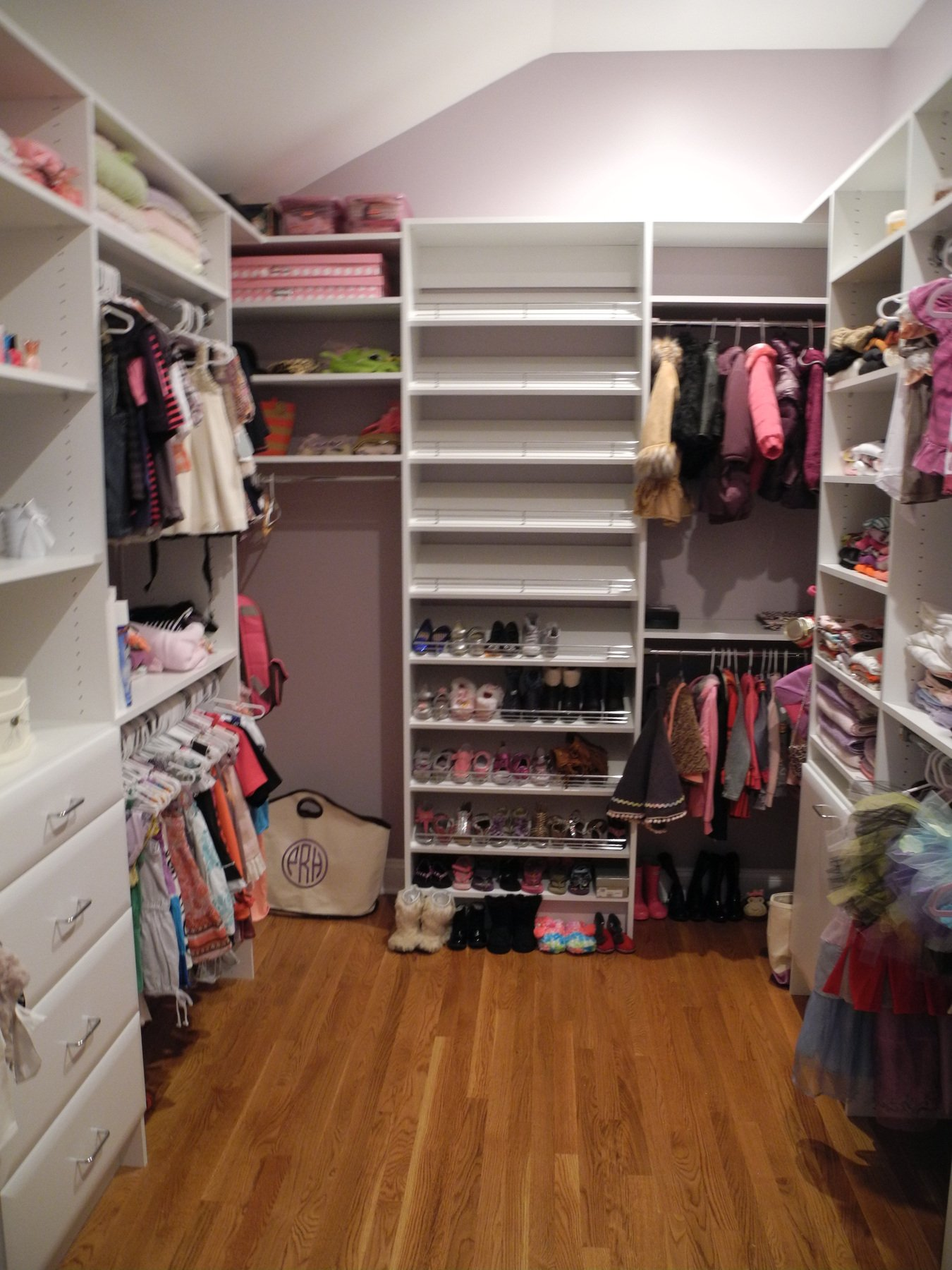 walk in closet designs for teenagers photo - 9