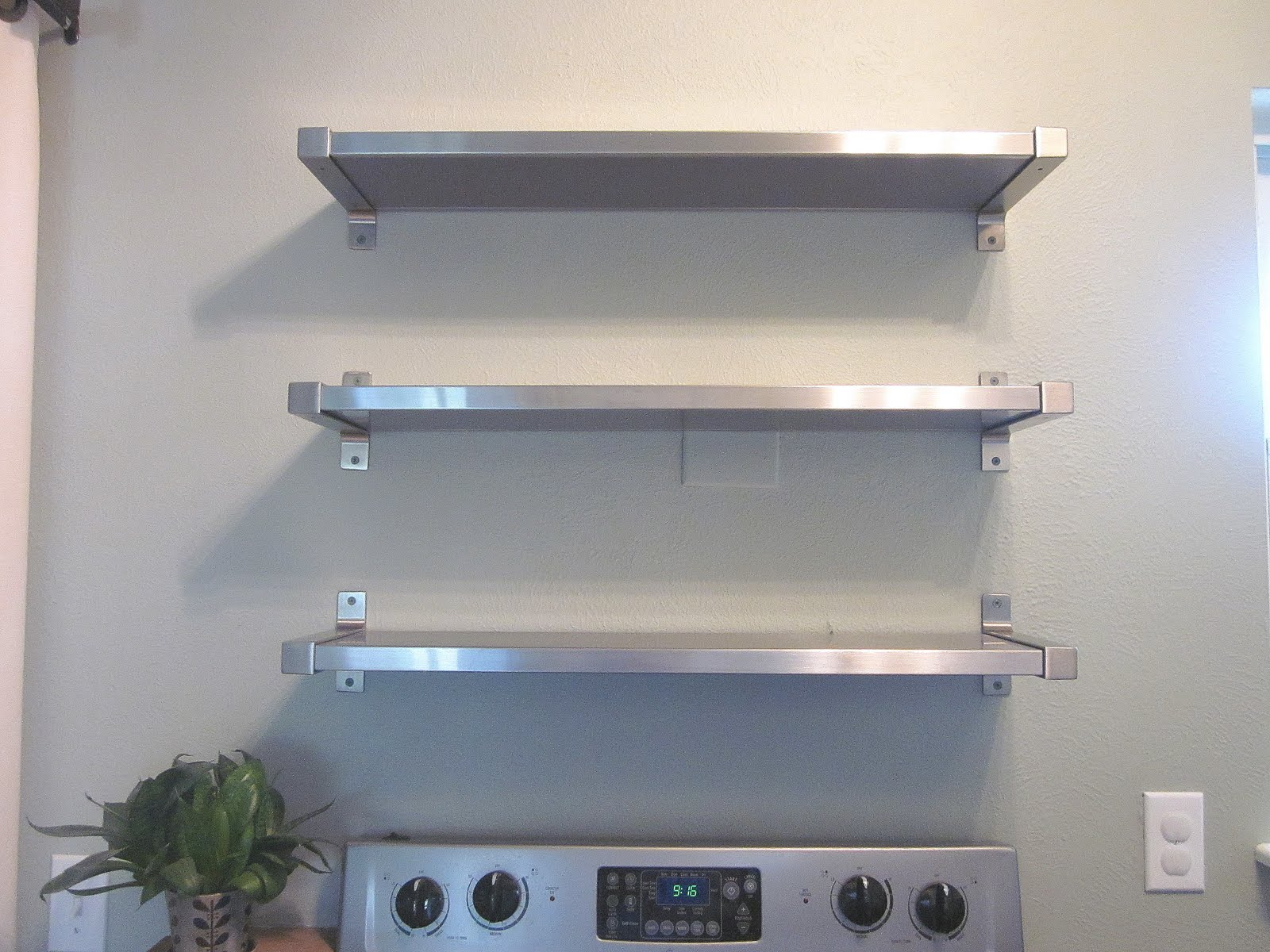 wall mounted shelves for kitchen photo - 3