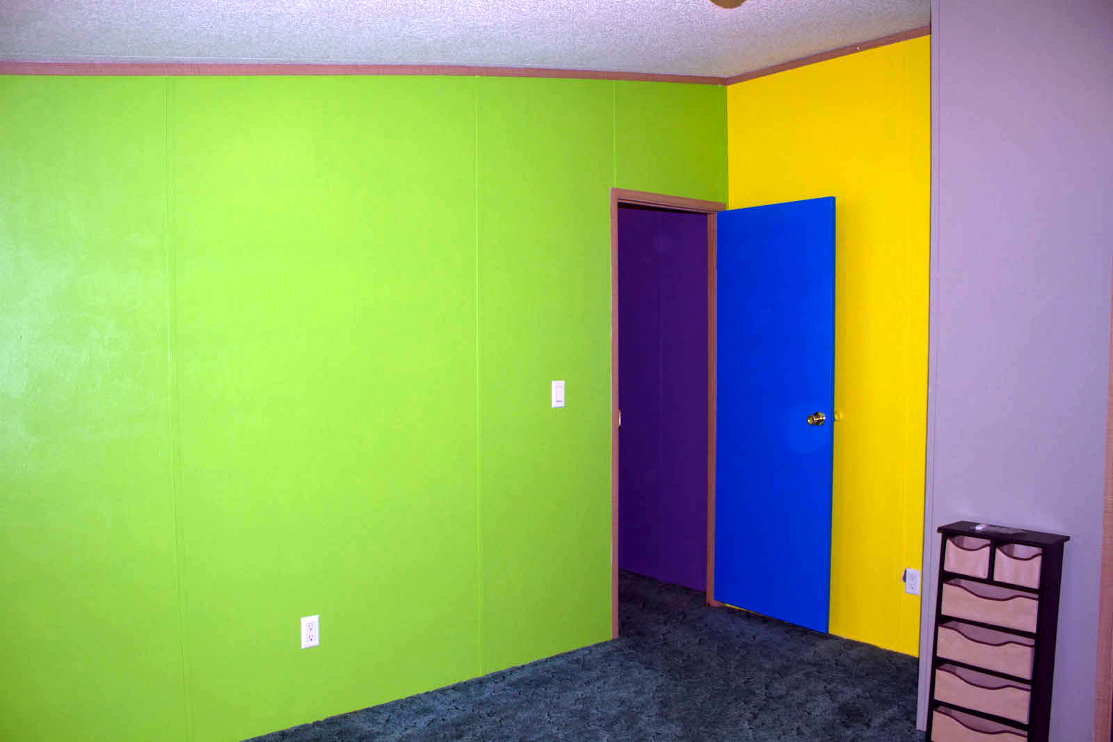 wall paint different color photo - 2