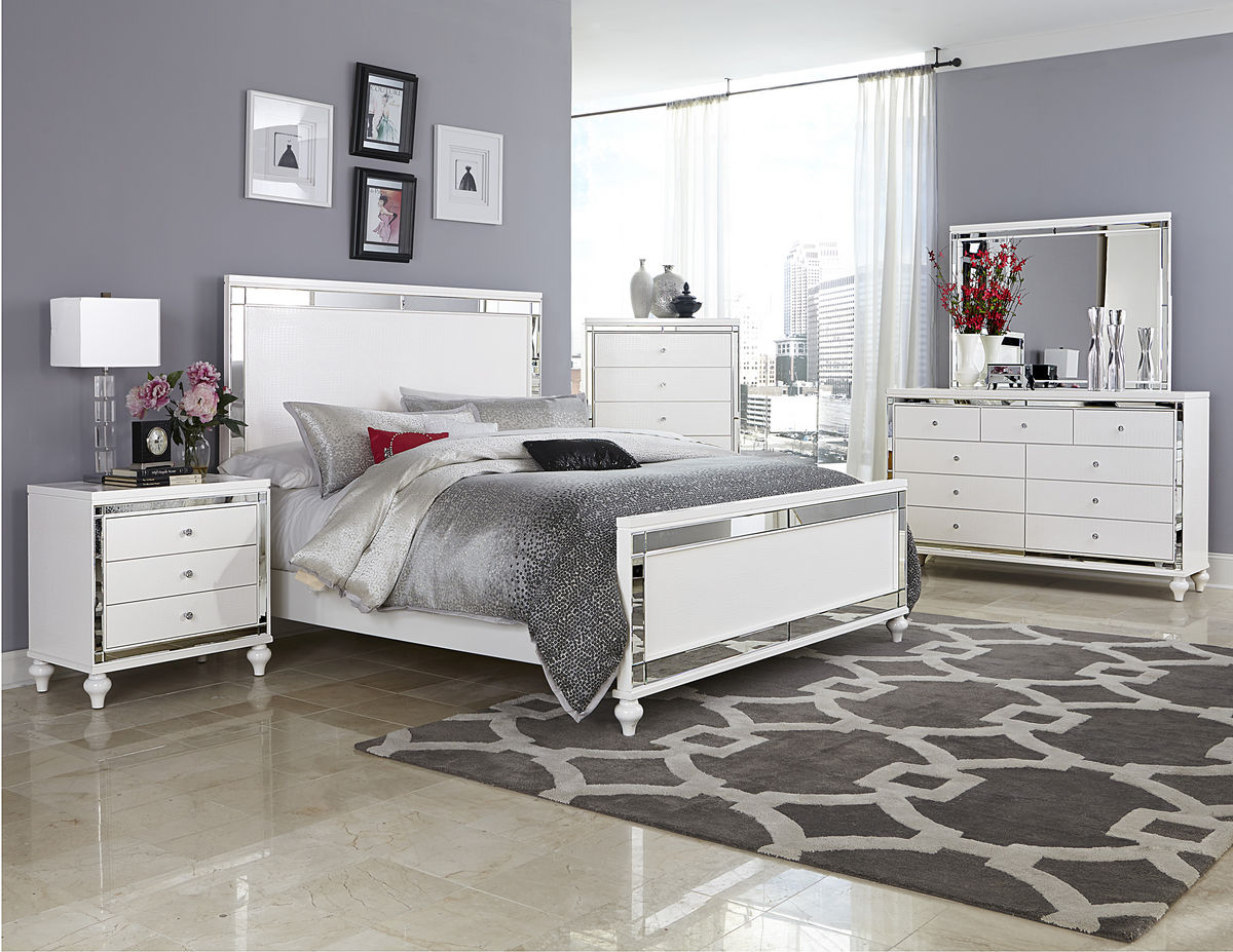 wood and mirrored bedroom furniture photo - 1