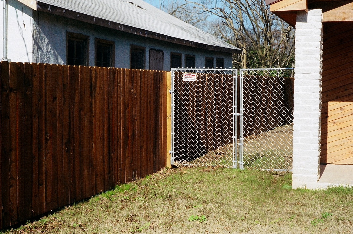 Foolproof Designs and Privacy Fence Types For Your Updated Home photo - 8